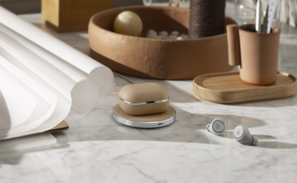 Beoplay E8 2.0 Natural Ink Charging Pad