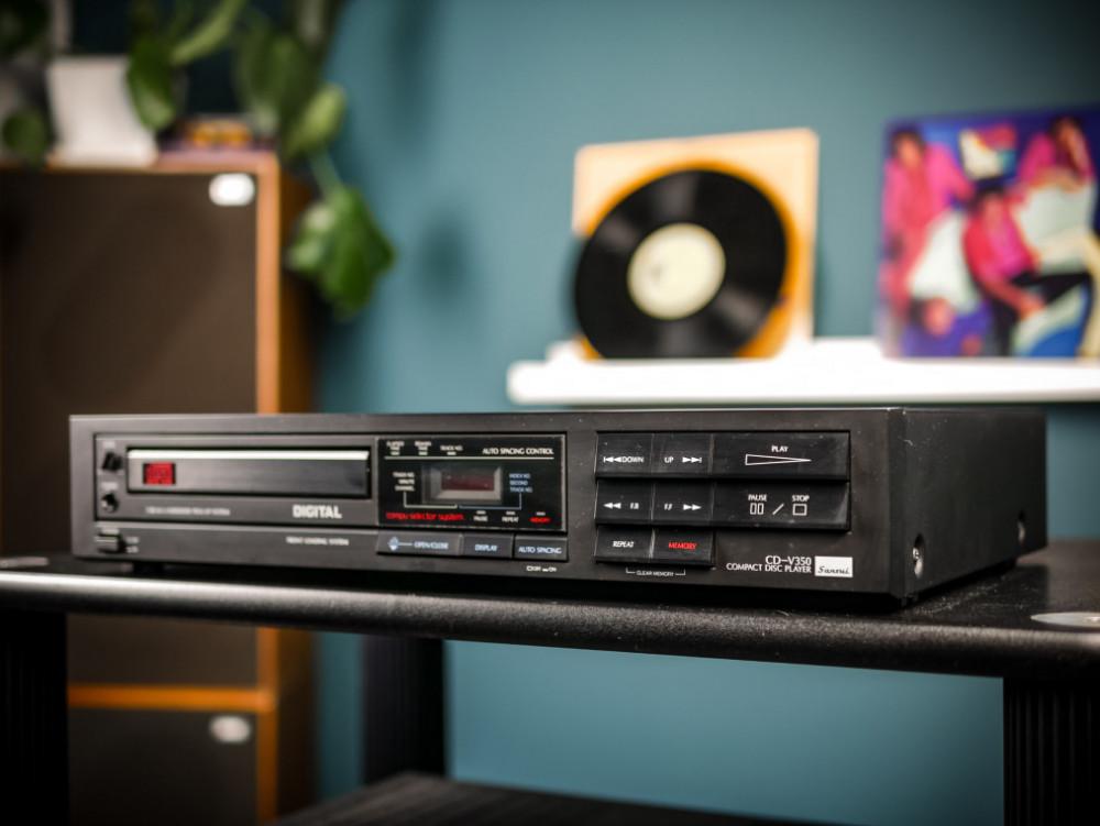 Begagnad Sansui CD-V350